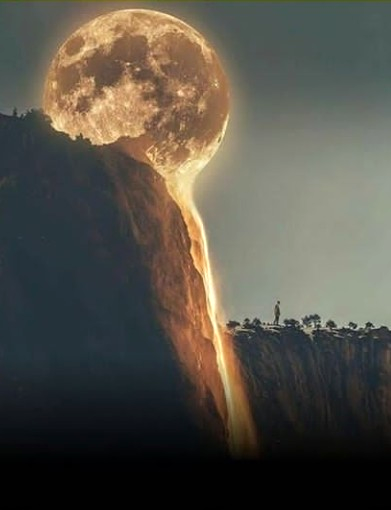 Full Moon descending on Angel falls, On the south sid...