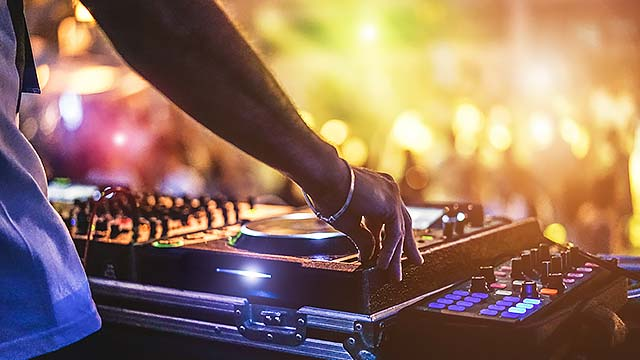 A business concept with a combination of bar and music library looking for investors for the business expansion