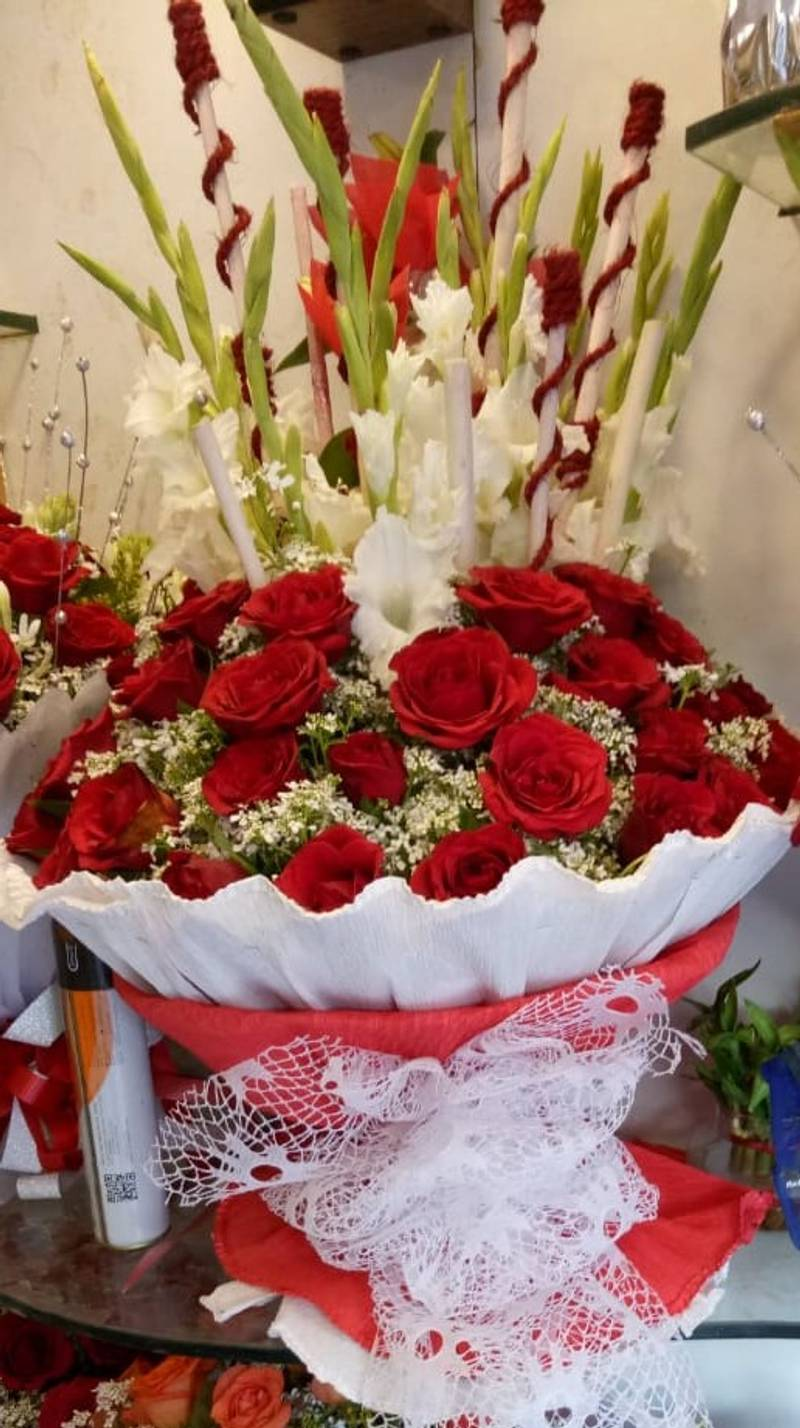 Red Roses With Delightful Decoration