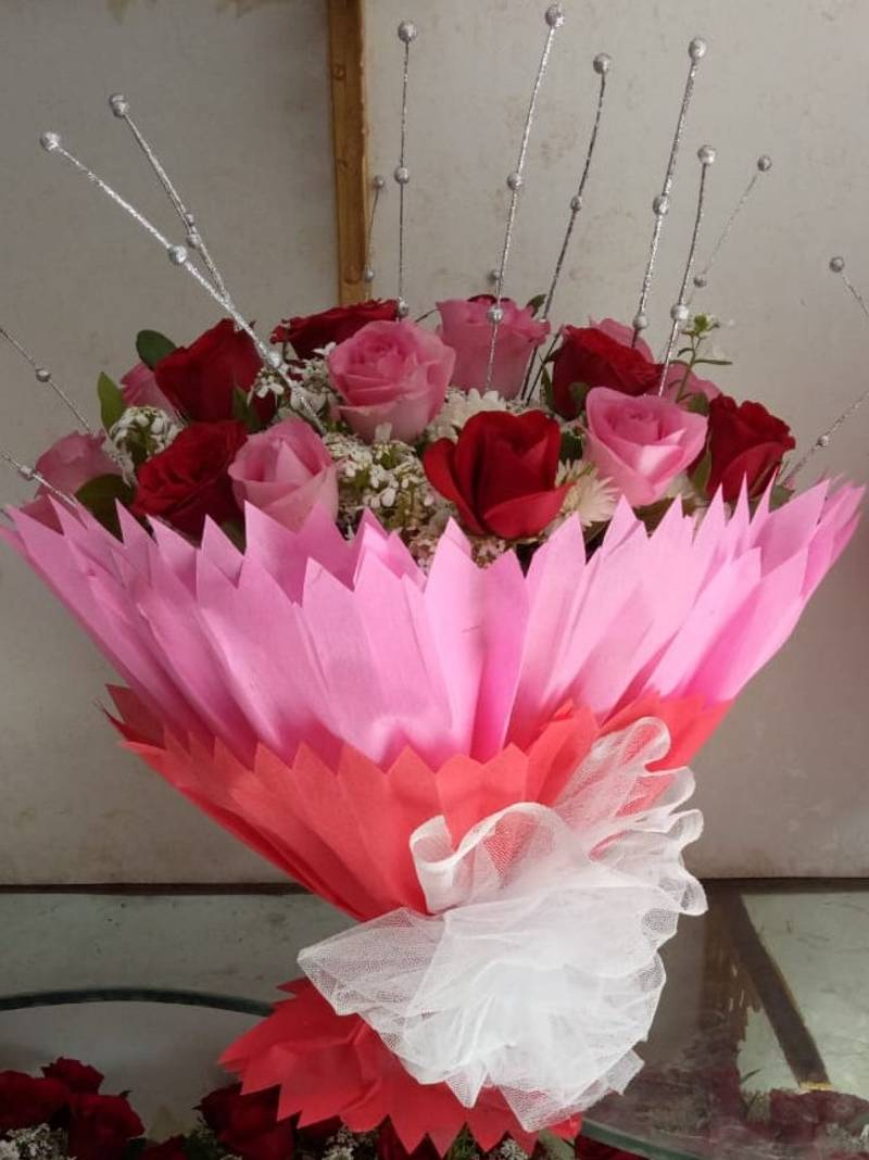 Delightful Pink And Red Roses Bouquet