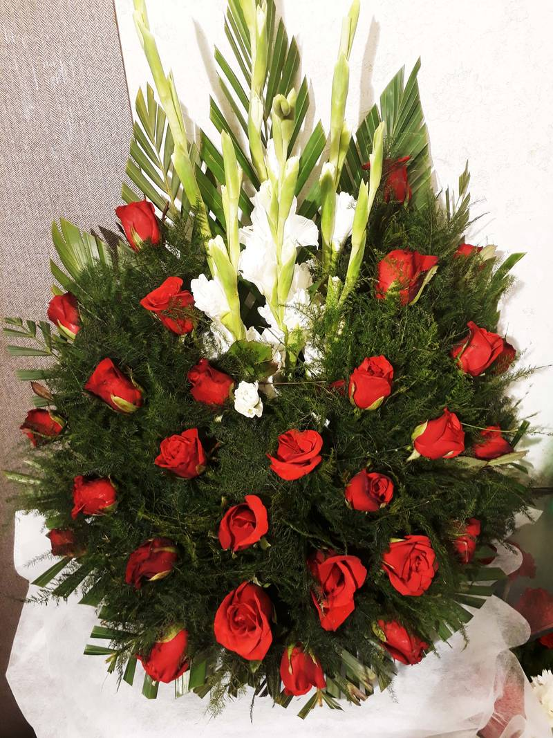 Red Rose With White Gladius One Sided Basket Type Bouquet