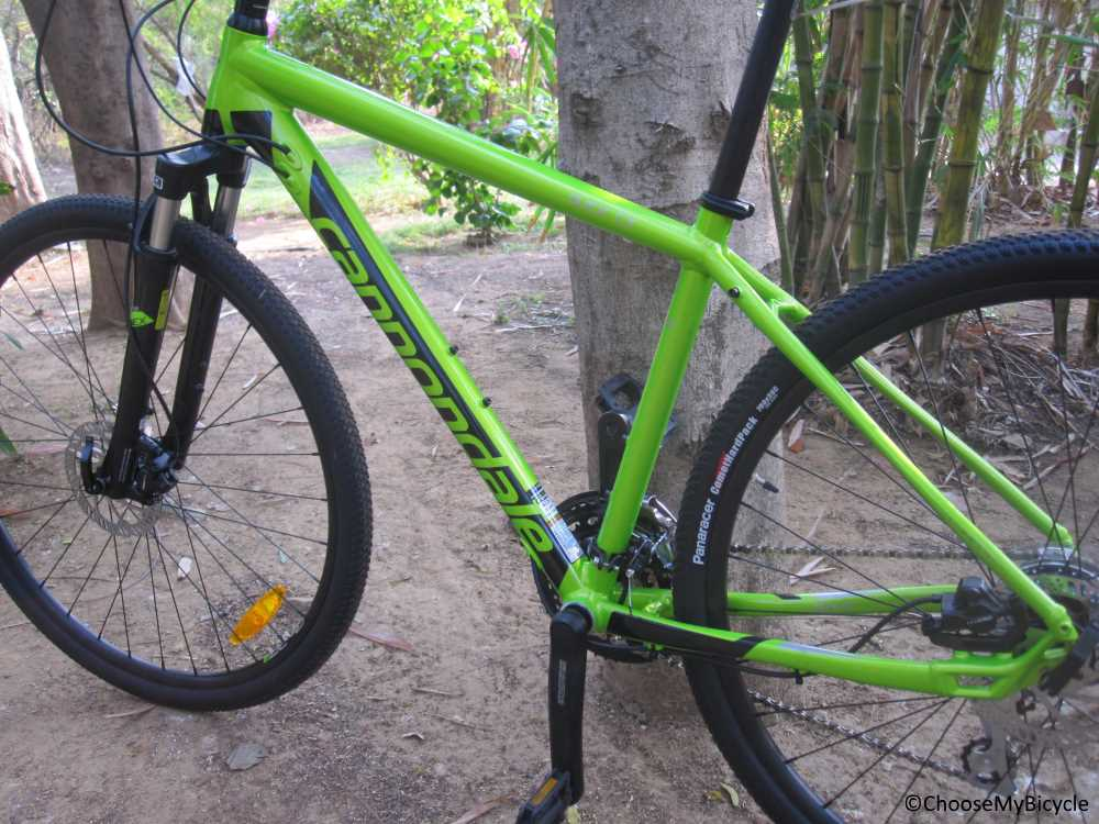 5d0ac6651f3 The aluminium frame with a suspension fork makes this bicycle lightweight  and comfortable to ride. The Cannondale Quick CX ...