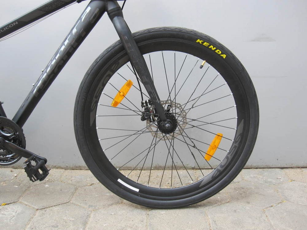 Montra Helicon Disc (2017) Tires