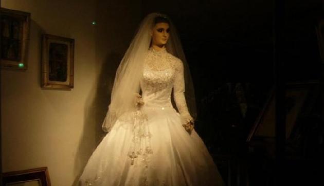 खौफनाक है दुल्हन का पुतला, 80 साल से मोम के पुतले में दफन है ये राज!