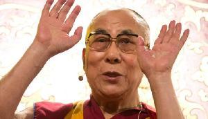 धर्म गुरू दलाई लामा अस्पताल में भर्ती, ऐसा करने पर हो सकता है 'खतरा'