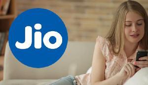जियो ने ग्राहकों को दिया बड़ा तोहफा, एक साल के लिए मुफ्त दे रहा है Prime Membership