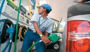 नहीं थम रही पेट्रोल की कीमत, आज भी इतने बढ़ गए हैं दाम