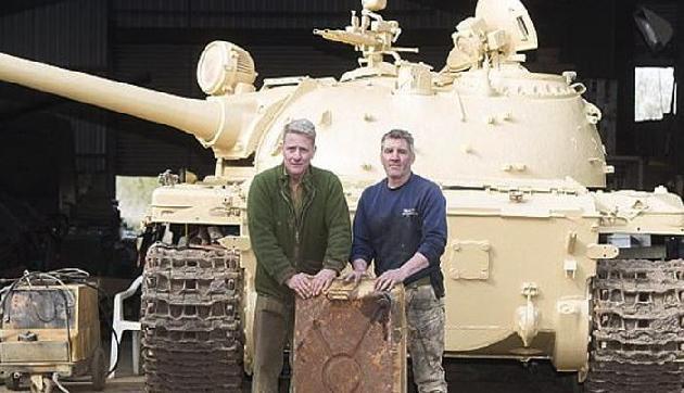 मिलिट्री व्हिकल के शौकीन इस शख्स को टैंक में मिला 16 करोड़ का Gold, फिर किया ऐसा