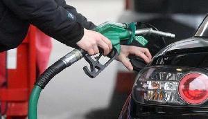 100 या 500 रुपए देकर नहीं भराएं पेट्रोल