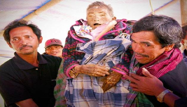 12 साल से मुर्दे के साथ रह रही है यह फैमिली, मानती हैं उनको जिंदा