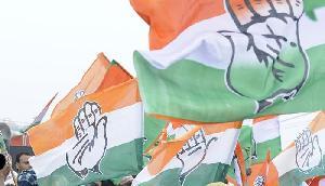 'छह दशक तक सत्तासीन रही कांग्रेस नेहरू-गांधी परिवार तक सिमटी रही'