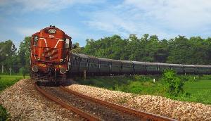 गुवाहाटी-रेलवे के अंडर ग्राउंड पुल निर्माण के दौरान मिट्टी गिरने से मजदूर की मौत, एक घायल
