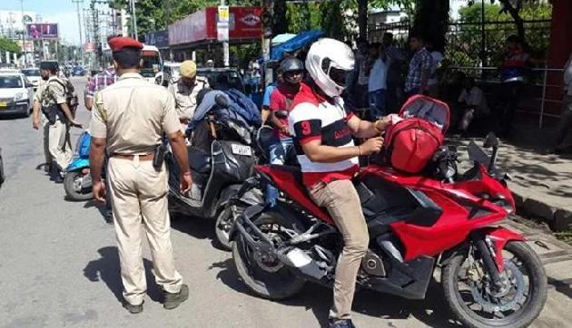 अब सड़क पर संभाल कर चलाएं कार और बाइक, वरना 30 गुना जुर्माने के साथ हो सकती है जेल