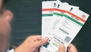 Alert! बेकार होने वाला है आपका प्लास्टिक का आधार कार्ड, UIDAI ने कर दिया इतना बड़ा ट्वीट
