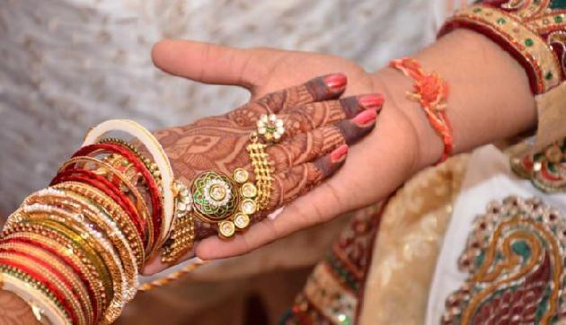 मुस्लिम युवती से शादी करने पर पंचायत ने युवक को गांव छोडऩे का दिया आदेश