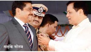 असम: मुख्यमंत्री ने किया पुलिस अधिकारियों को सम्मानित