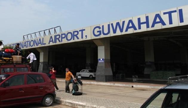 गुवाहाटी हवाईअड्डे पर लावारिस बैग मिला : लोगों में हड़कंप
