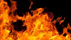 कलयुगी पति ने पत्नी को जिंदा जलाया