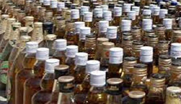 पुलिस ने चैकिंग के दौरान 16 लाख की शराब पकड़ी, दो गिरफ्तार