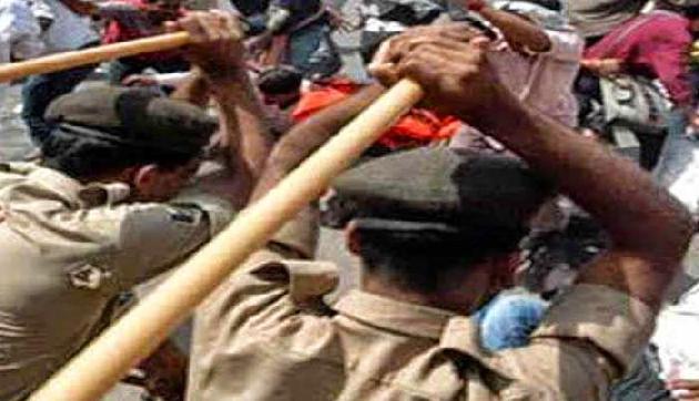 मणिपुर: प्रदर्शनकारियों पर पुलिस ने भांजी लाठियां, 17 घायल