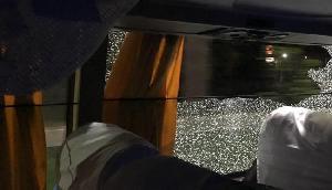 ऑस्ट्रेलियाई टीम की बस पर पत्थर फेंकने का मामला , पुलिस ने दो युवकों को गिरफ्तार किया