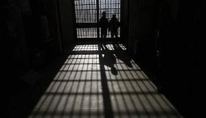 वो देश जहां जेल में बंद कैदी खुद ही खोदते हैं अपनी कब्र, और भी बहुत कुछ
