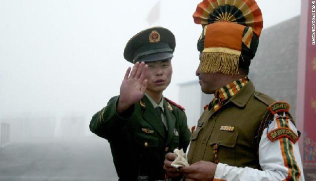सीमा पर बेखाैफ घूमेगी चीनी सेना