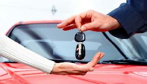 अब पेट्रोल और डीजल कारों पर देना होगा ज्यादा टैक्स, सरकार उठाने जा रही  है ये कदम