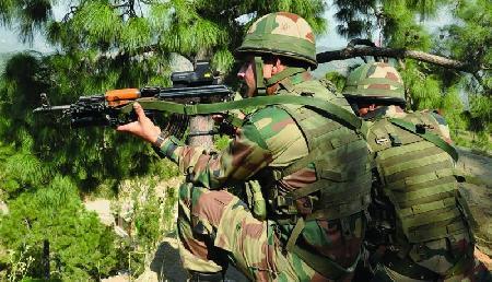 स्वतंत्रता दिवस के मौके पर सेना पर बड़ा आतंकी हमला, मशीन गन से बरसाईं गोलियां
