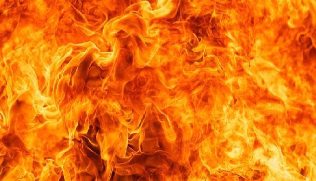 असम में तेज बारिश के बीच लगी भयानक आग में 11 घर जलकर हुए खाक