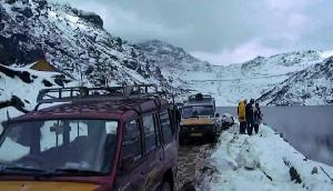 अरूणाचल में भारी बर्फबारी, बर्फ हटाने में जुटे बीआरओ के जवान