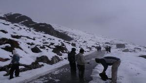 बर्फबारी से बदला सिक्किम का मौसम, अन्य राज्यों में हुई बारिश