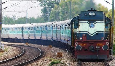रेलवे में निकली बंपर भर्ती, एक लाख से ज्यादा छात्रों को नौकरी का बड़ा मौका