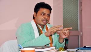 बिना रुके हुए CM बिप्लब कुमार देब ने किया 45 पुश अप, देखे Video