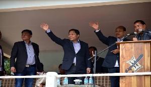 Sangama  ने लगाया आरोप, वोटों के लिए लोगों को धमाका रहे हैं राजनाथ सिंह