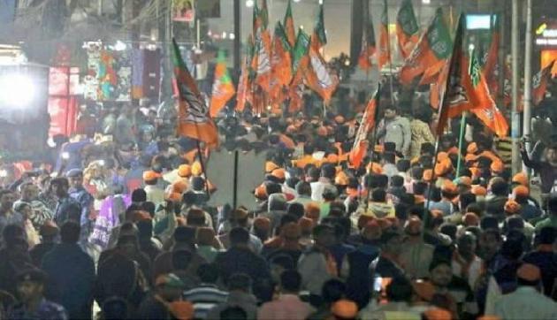त्रिपुरा में भाजपा के उम्मीदवार व कार्यकर्ताओं पर लाठियों और बम से हमला