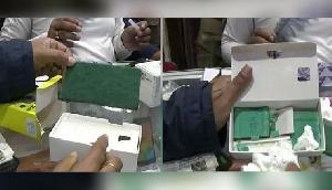 असम- मोबाइल के डिब्बे से निकला कुछ ऐसा, देखकर ग्राहक और दुकानदार दोनों के उड़े होश