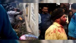 Assam  की भीड़ ने 'बाबाओं' को पीटा, आग में झुलसाया चेहरा, सामने आया खौफनाक VIDEO