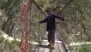 इस पुल पर मौत से रोज खेलते हैं लोग, वीडियो वायरल