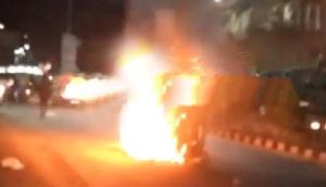 असम के सिलचर में सांप्रदायिक हिंसा, दंगाईयों ने वाहनों को फूंका