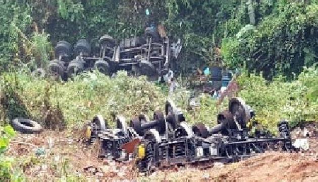 मेघालय : रेल का चक्का ले जा रहा ट्रक दुर्घटनाग्रस्त , चालक घायल