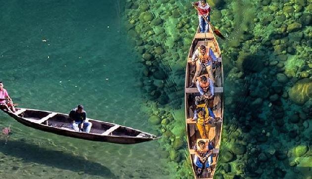 नदी पर उड़ती है नाव, कुछ ऐसा होता है उमंगोट नदी में बोटिंग का अनुभव