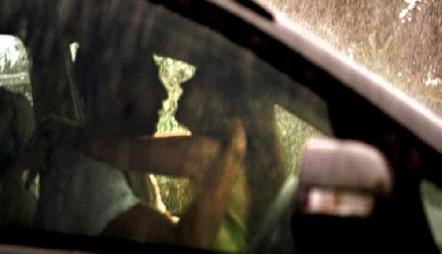 असम : छात्रा के साथ कार में रोमांस करते दो लड़कों को दबोचा , क्षेत्र में भारी कोहराम