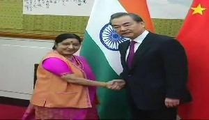 सुषमा स्वराज के आगे झुका चीन, भारत को दिया बड़ा तोहफा