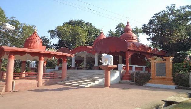अद्भुत है काली मां का ये मंदिर, इनके दर्शन के लिए खोल दिए जाते हैं बॉर्डर