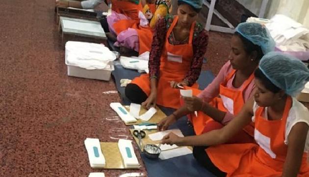 असमः इन पांच महिलाओं ने की अनोखी पहल, महिलाआेंं के लिए बना रही हैं सैनीटरी नैपकिन