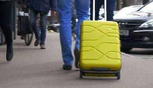 ट्रॉली बैग के हैंडल में छुपाकर ले जा रहा था कुछ ऐसा, खुला बैग तो पुलिस के उड़े होश