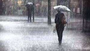 झमाझम बारिश ने बढ़ाई ठंड, कई राज्यों में छाया रहा कोहरा