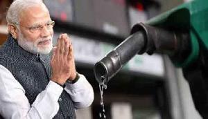 एक झटके में पेट्रोल की कीमत 10 रुपए घटा देगी मोदी सरकार, जानिए कैसे