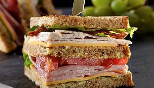 यहां सिर्फ एक सैंडविच के लिए कुछ भी करने को तैयार होती हैं लड़कियां, है बेहद दर्दनाक कहानी